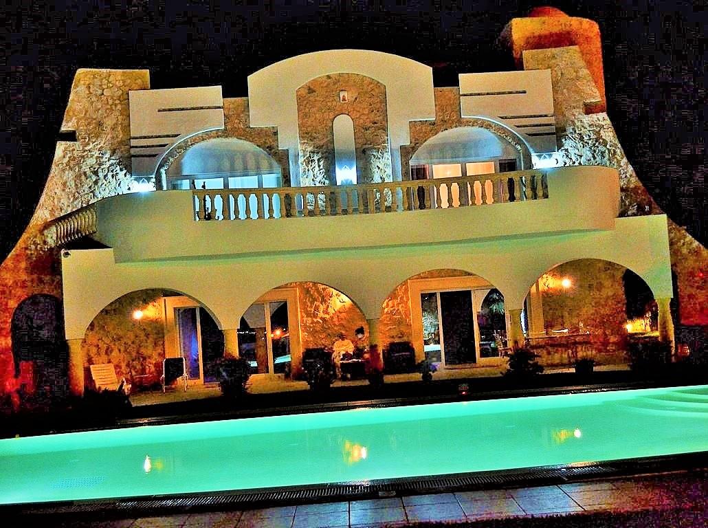 La maison la nuit